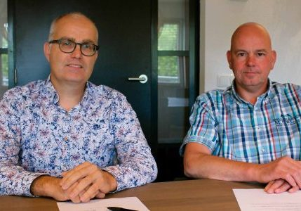 (l-r) Carl Van den Einden, product manager for machines at Liftinstituut, and Harry Beukeveld, project manager for escalators at thyssenkrupp, look back on a successful and pleasant collaboration and are happy with the results.